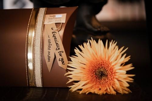 Wilke29042020ZA041Cadeaubon oranje bloem