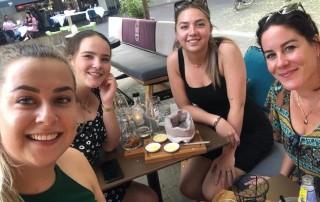 start van de vakantie, een hapje en drankje bij Finch